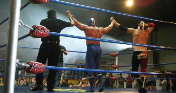 Final de un combate de lucha libre mexicana. PIXABAY/SINIKOLPOS