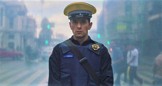 El actor mexicano Raúl Briones, en una escena de 'Una película de policías', de Alonso Ruizpalacios. NO FICCIÓN