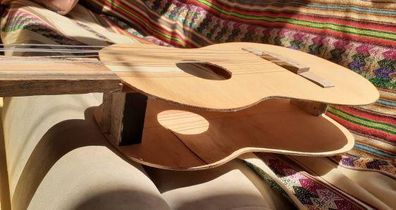 La guitarra fabricada por Margarita Posada con ayuda de su padre. M.P.